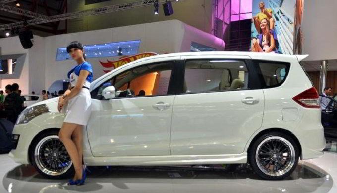 Tips Membeli Mobil Baik Baru atau Bekas di Showroom