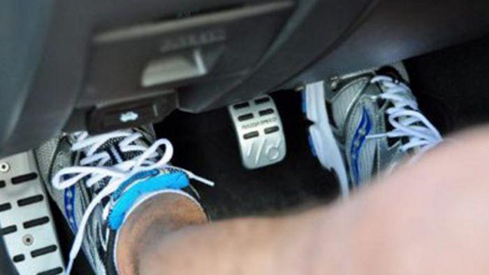 Penyebab Pedal Kopling Mobil Terasa Keras atau berat