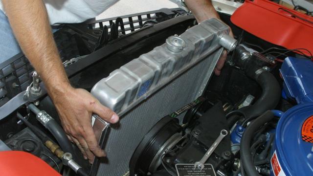 Tips Mencegah Radiator Mobil Bocor dan Cara Mengatasinya