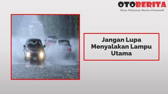Jangan Lupa Menyalakan Lampu Utama adalah tips aman berkendara di musim hujan
