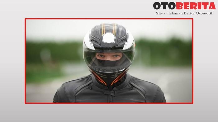 Helm Teropong alias Helm Full Face